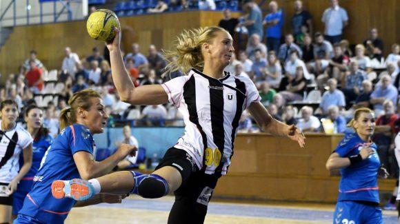 Echipa de handbal feminin s-a întors victorioasă de la Bistrița