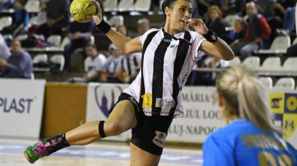 Gruparea feminină de handbal s-a înclinat în fața campioanei