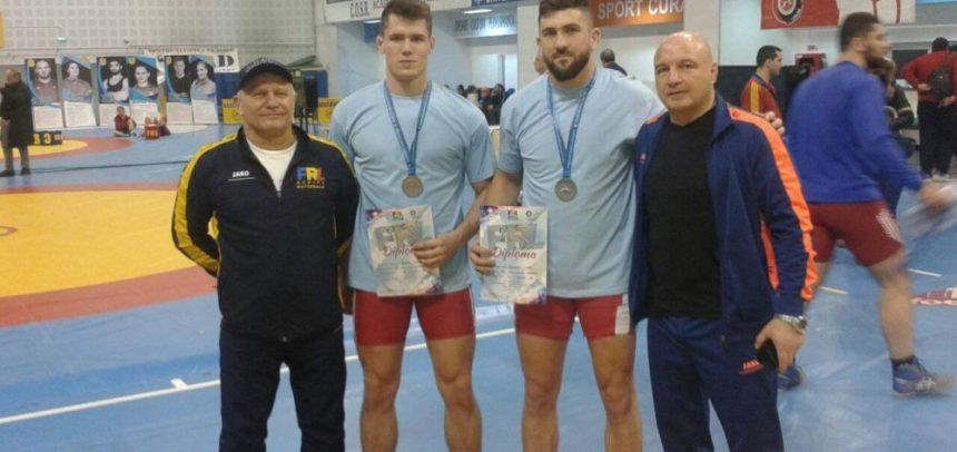 Două medalii la Campionatul Național de Lupte libere