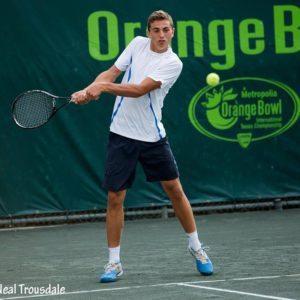 Tenismenul Bogdan Borza, aproape de semifinale la dublu în turneul de la Bacău