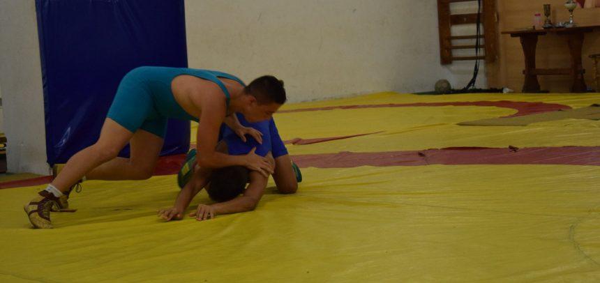 """Doi juniori de la """"U"""" luptă pentru medalii"""