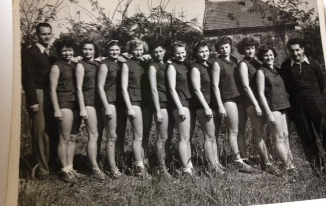 Ana Albu, frumoasa campioană din anul 1953, anul în care U Cluj cucerea primul titlu la baschet