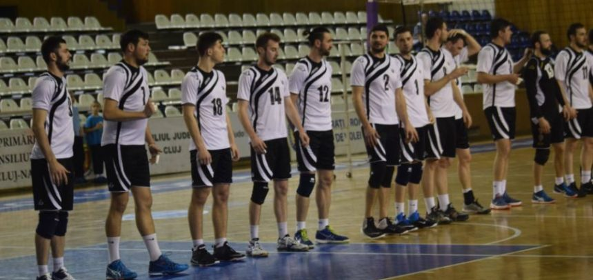 Formația de volei masculin a cedat la Caransebeș după un meci foarte disputat