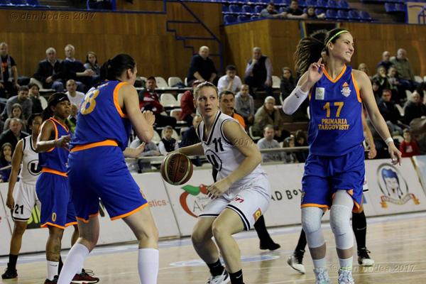 Baschetbalistele merg la Târgoviște pentru calificarea în finala campionatului