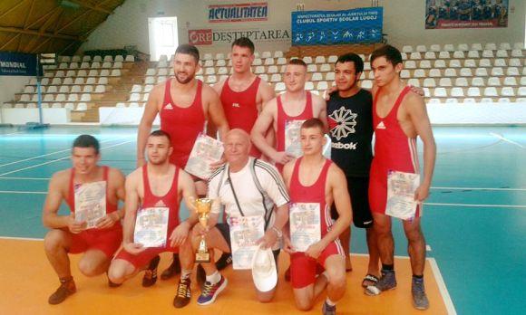 """Medalie pentru """"U"""" Cluj în finala campionatului național la lupte"""