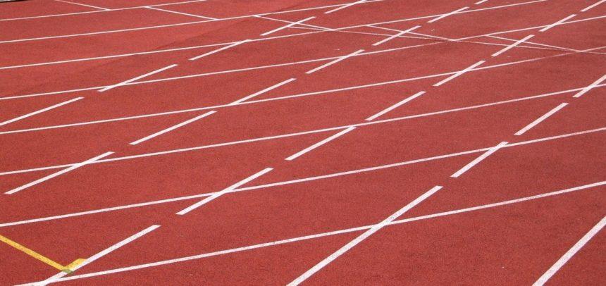 Trei atleți aleargă la Campionatul Balcanic de Ștafete