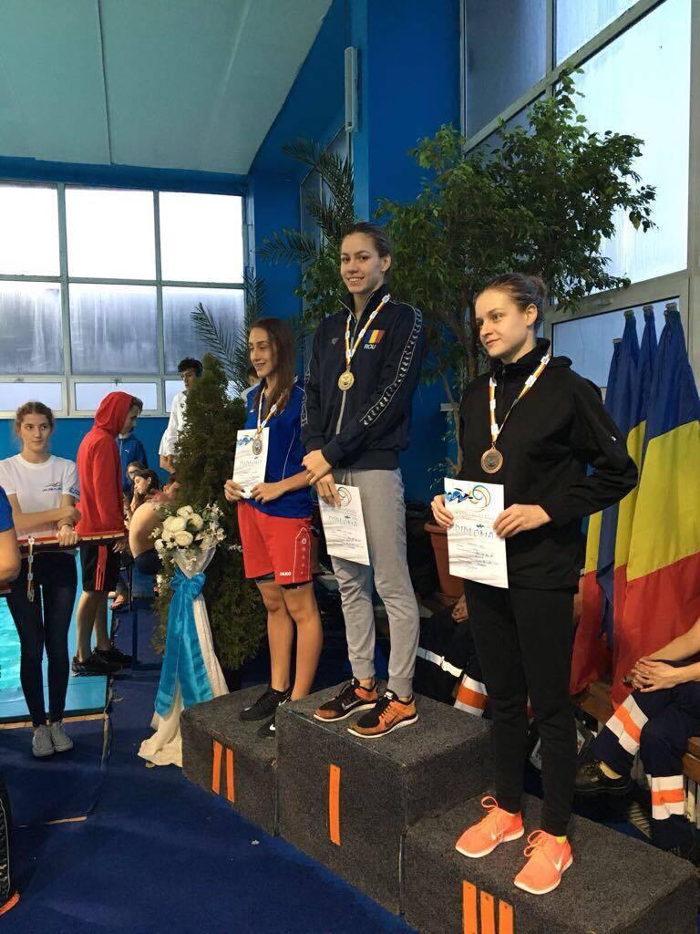 ana-dascal-15-medalii-la-hunedoara-bazin-scurt