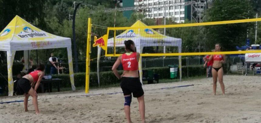 Voleibalistele, pe podium la turneul de volei pe plajă