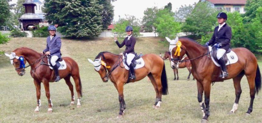 """Călăreții universitari, clasări pe podium la """"Karpatia Pony Show"""""""