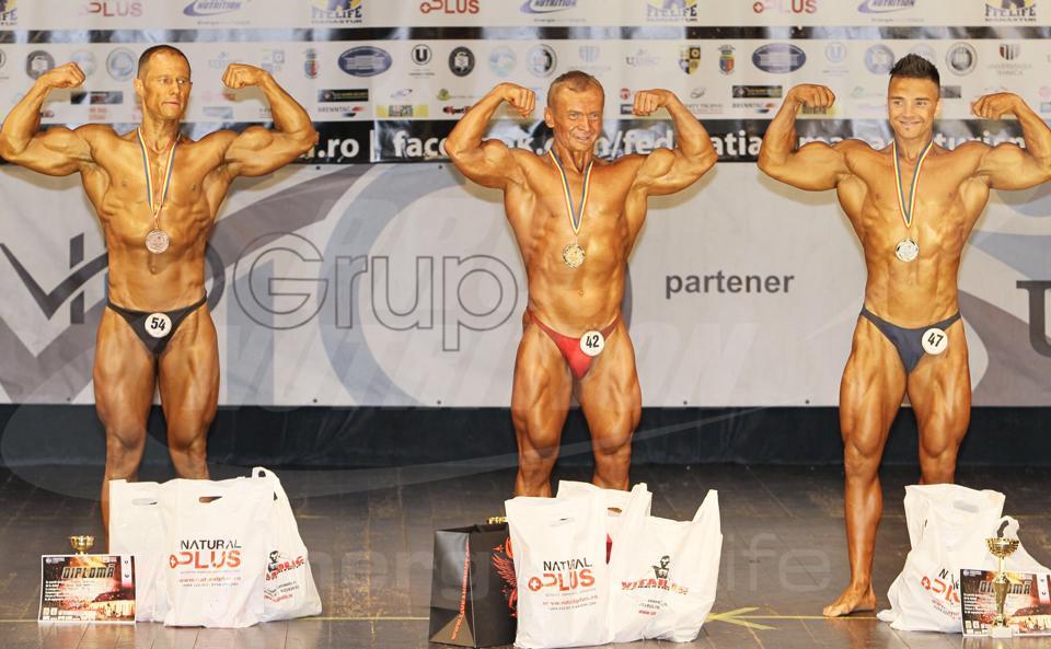 Sebastian Văsuț (centru) Foto: pagina personală de facebook