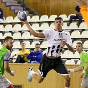Handbaliștii joacă pe teren propriu cu CSM București