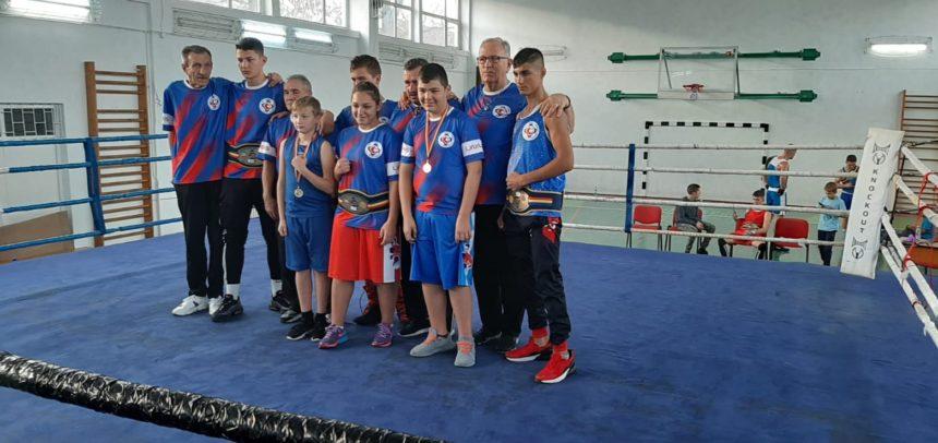 """Cinci locuri I au obținut boxerii la """"Centura Transilvaniei"""""""