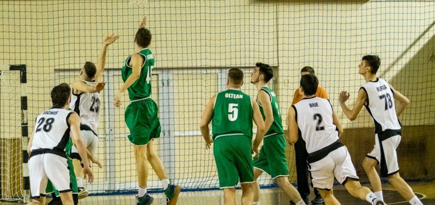 Baschetbaliștii joacă cu Rapid București