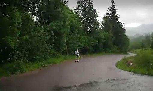 Schiorii fondiști se pregătesc pe asfalt
