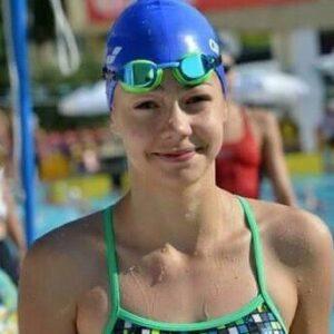 Luoana Brădean înoată pentru medalie