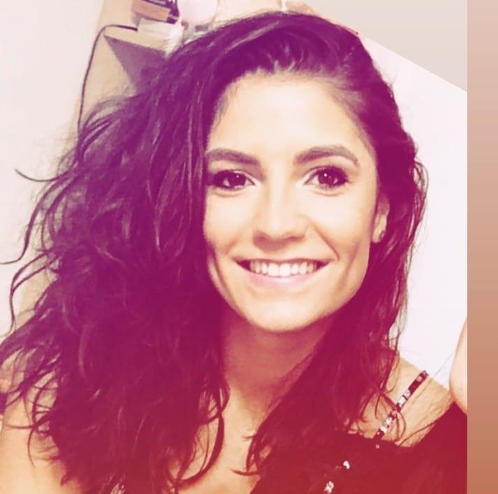 """Sabina Miclea este componentă de bază a echipei de volei feminin """"U"""" NTT Data și a fost componentă a lotului național. Este absolventă a facultăților de Psihologie și de Kinetoterapie din Cluj."""