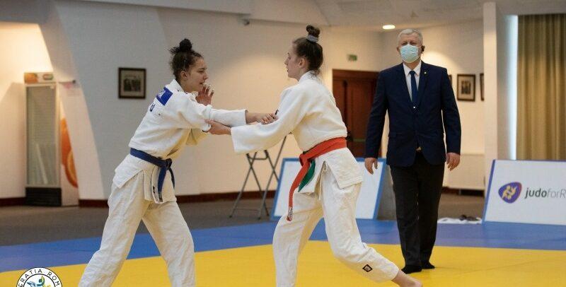 """12 judoka universitari, la """"naționalele"""" de U21"""